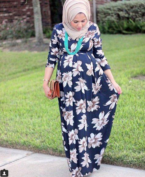 فستان منقوش باللون الكحلي للمحجبات الحوامل