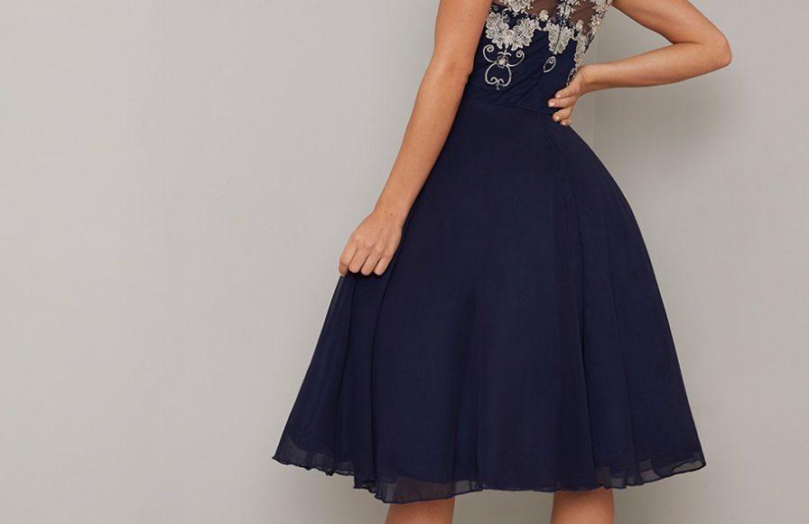 فستان قصير للسهرة باللون الكحلي منفوش