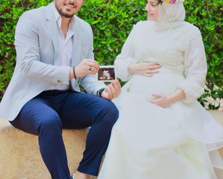 مدونة الموضة الشهيرة أية فوزي بفستان باللون الأبيض للمحجبات الحوامل
