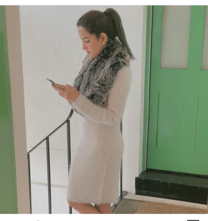 صورة تصميم فستان شتوي قصير باللون الابيض