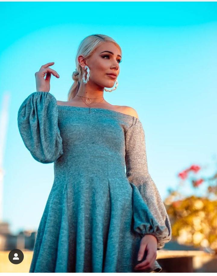 فستان شتوي قصير باللون الرمادي