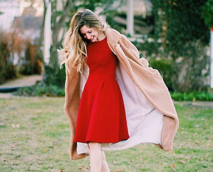 فستان شتوي قصير باللون الاحمر