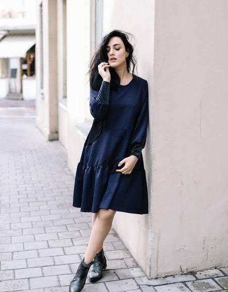 فستان شتوي قصير باللون الكحلي