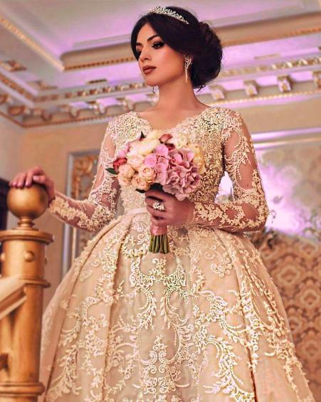 أرقى تصميمات فساتين الزفاف من اللون الشامبين 2019