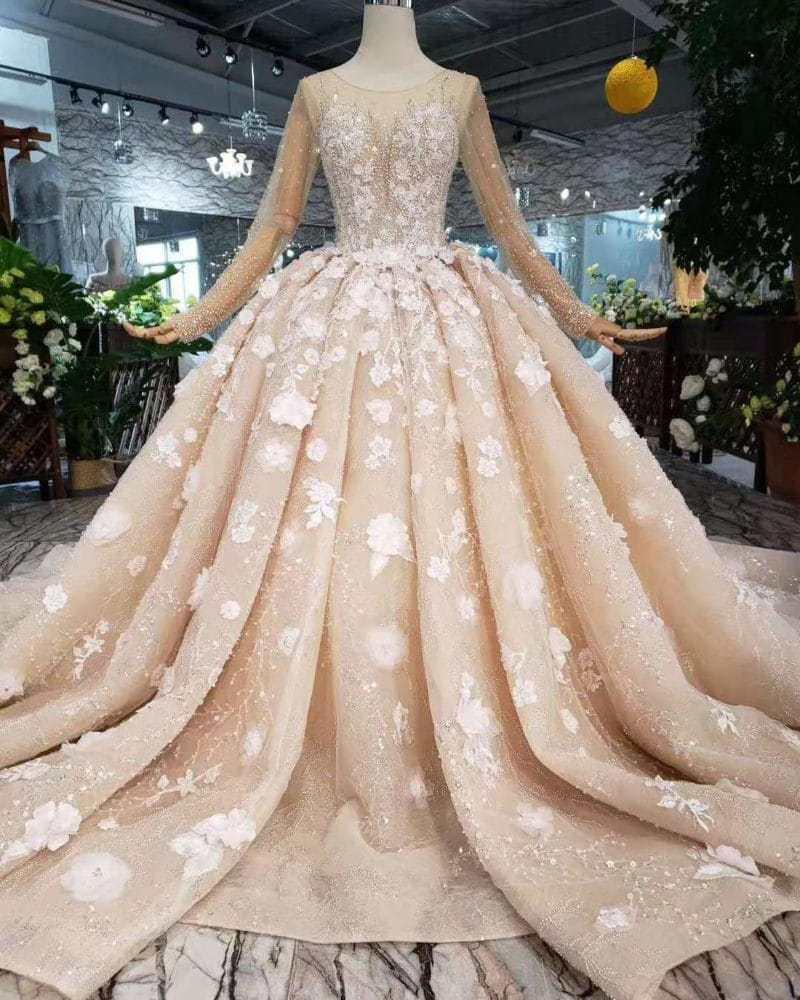 أشكال فساتين زفاف مميزة من لون الشامبين موضة 2019