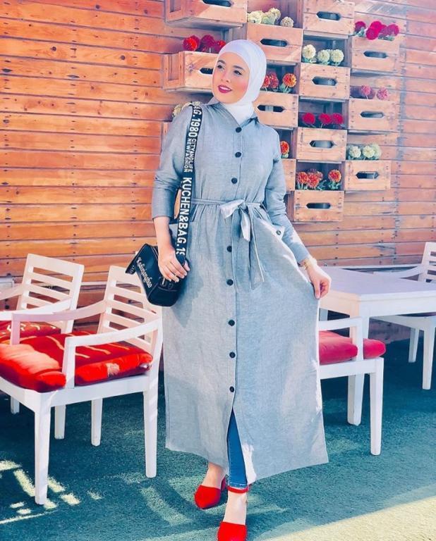 أشكال مميزة لفساتين المحجبات ذات الزراير