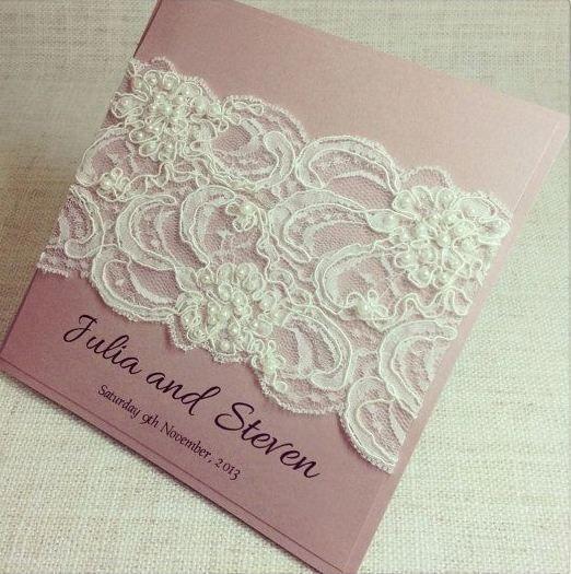 الدانتيل يُزين بطاقات العرس العصرية