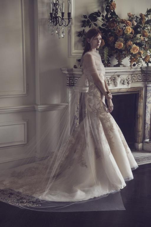 الطابع الأنيق يميز فساتين الزفاف من اللون السكري موضة 2019