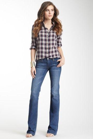 قميص وبنطلون جينز