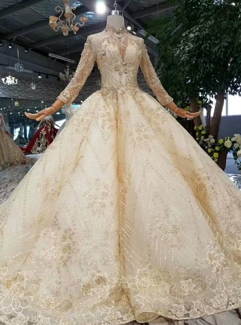 تصميمات مميزة لفساتين زفاف من لون الشامبين 2019