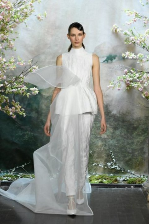 تصميم فستان زفاف مميز ذو قبة عالية