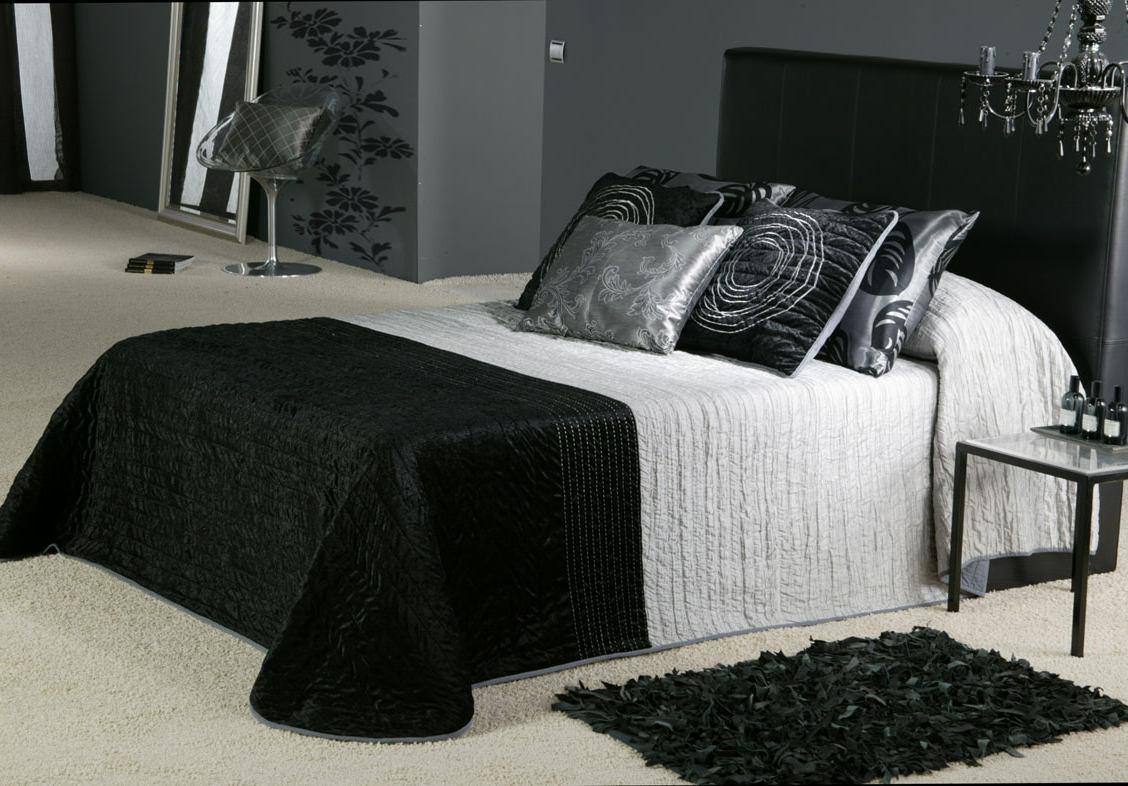 تصميم مميز لغرفة نوم من اللونين الأسود والرمادي