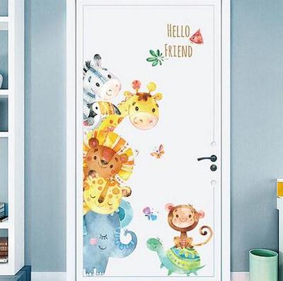 رسومات الكارتون تزين أبواب غرف نوم الأطفال