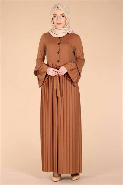 صورة فستان محجبات مزين بالأزرار