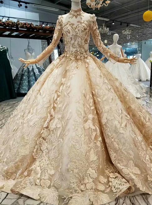 صورة لموديل فستان زفاف مميز من لون الشامبين