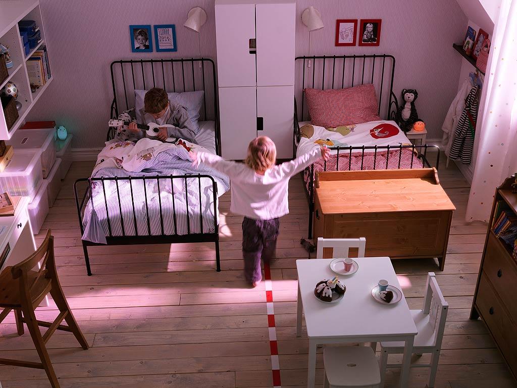 غرفة نوم مشتركة للأطفال ذات طابعًا مميزًا