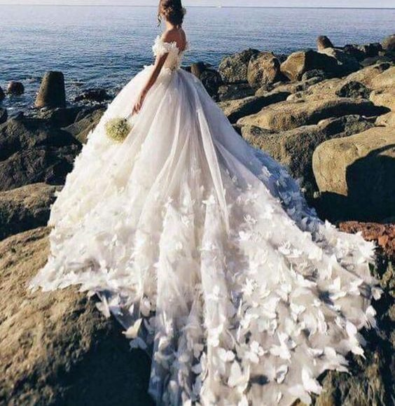 فساتين زفاف طويله
