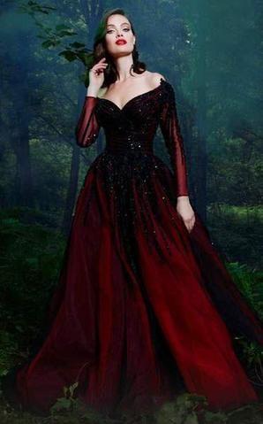 فستان داكن باللون الاحمر