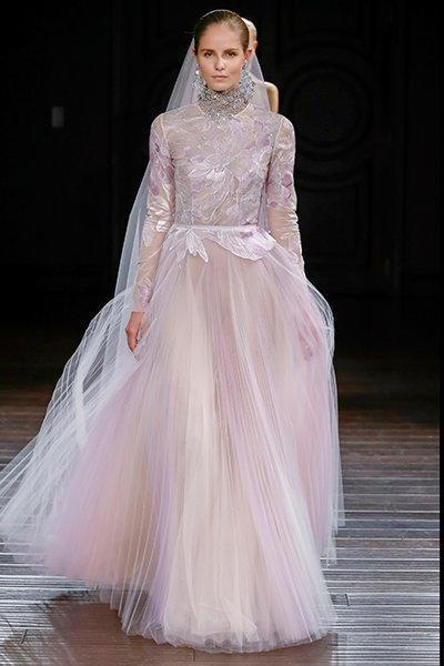 فستان زفاف ملون ذو رقبة عالية