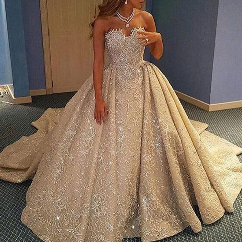 تصميم فستان مميز للغاية لعروس 2020