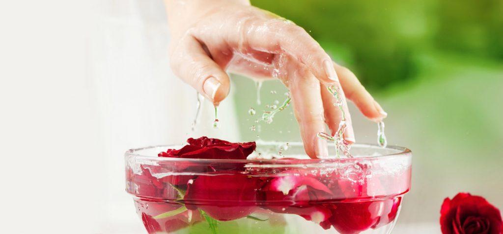 فوائد استخدام الجلسرين وماء الورد للبشرة