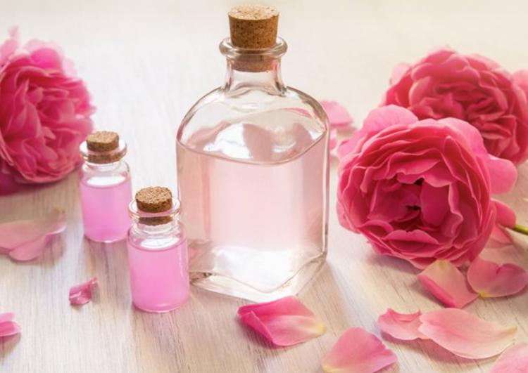 فوائد الجلسرين وماء الورد للبشرة