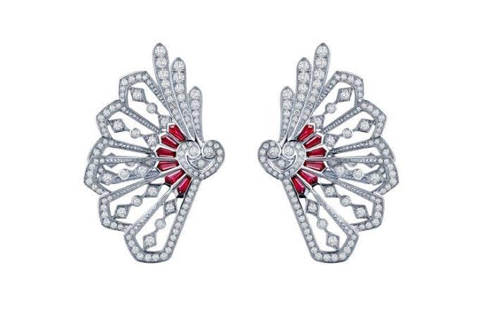 مجوهرات للعرائس على شكل أجنحة