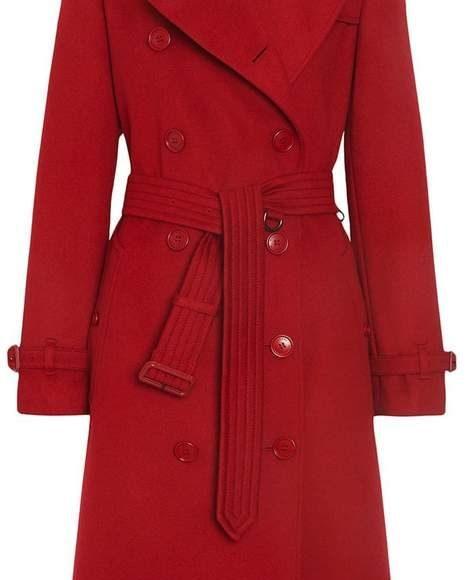 معطف احمر اللون