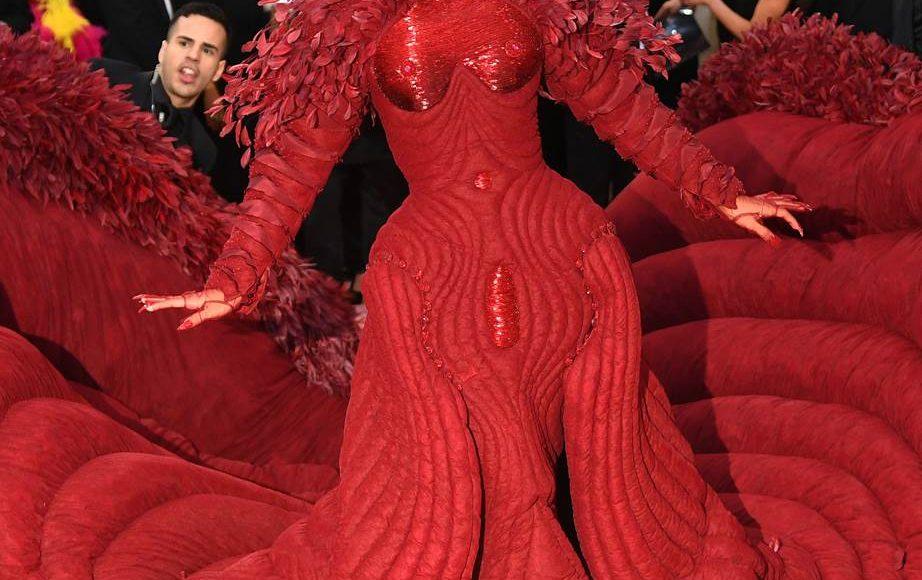 فستان Cardi B من Thom Browne