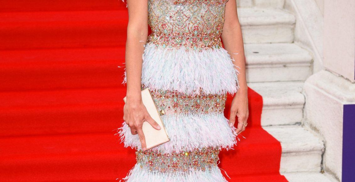 فستان بينيلوب كروز من رالف أند روسو بألوان الصيف