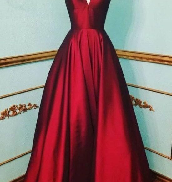 فستان احمر داكن