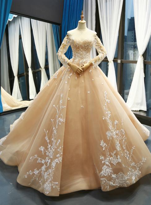 موديل فستان زفاف مميز من لون الشامبين