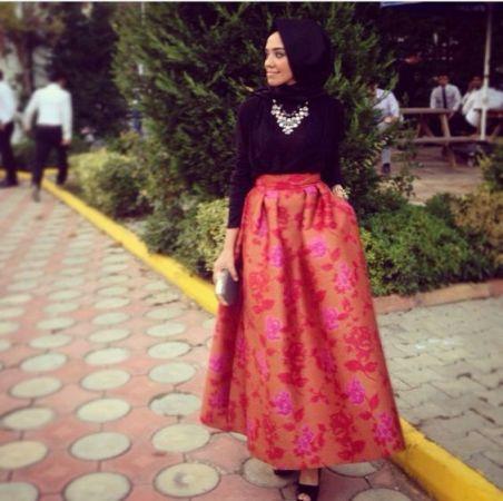 طرق لتنسيق التنورة المنفوشة مع الحجاب لإطلالة عصرية وجذابة