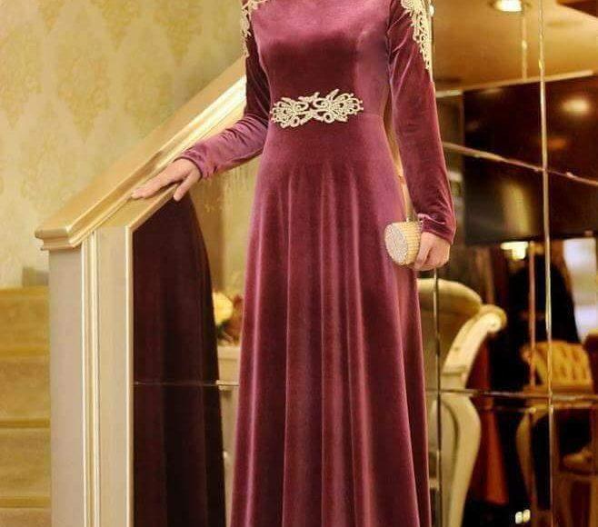 صورة فستان سهرة قطيفة يلائم المحجبات