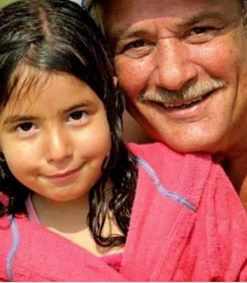 صورة لينا الفيشاوي مع جدها