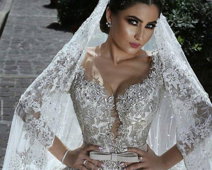 تصميم ناعم لفستان زفاف باللون الفضي