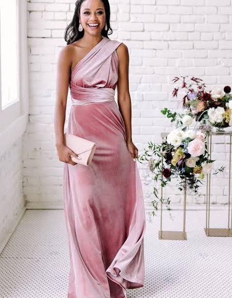 صورة تصميم فستان سهرة من المخمل باللون الكاشمير