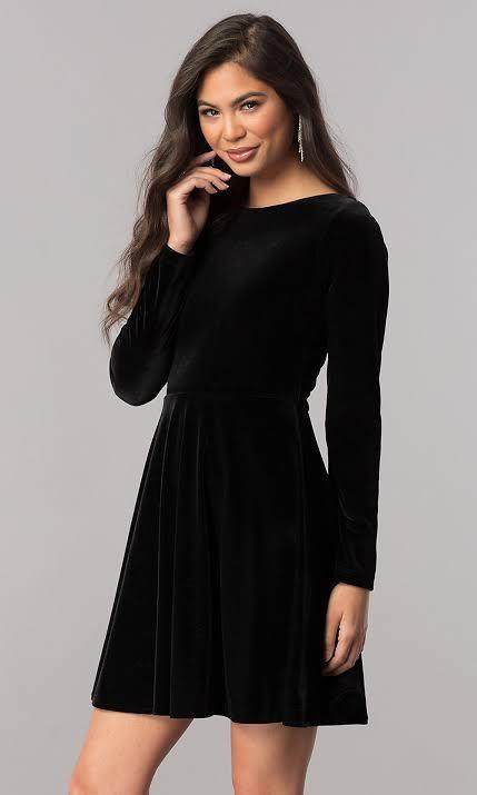 صورة تصميم فستان سهرة من المخمل باللون الأزرق الأسود