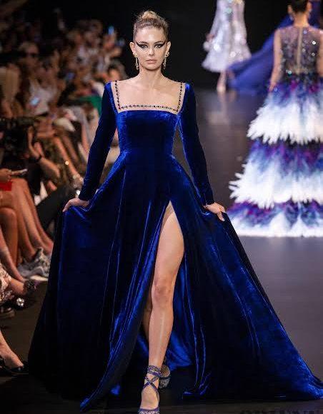 فستان سهرة من المخمل باللون الأزرق الزهري