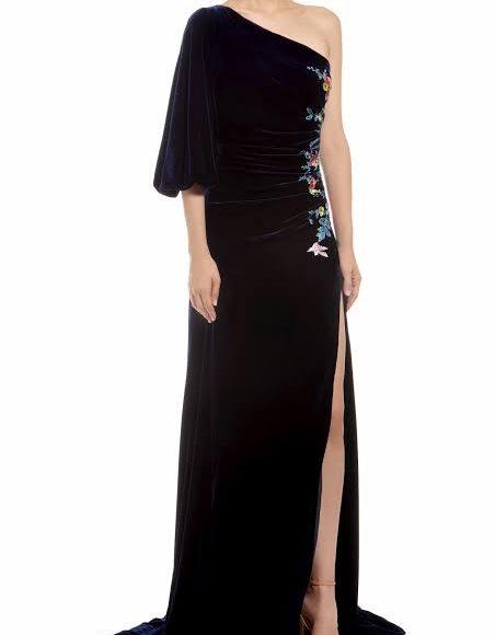 تصميم فستان سهرة من المخمل باللون الأسود