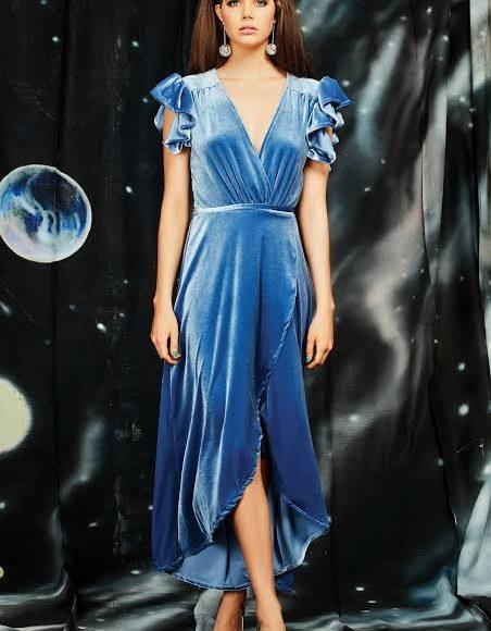 فستان سهرة من المخمل باللون الأزرق السماوي