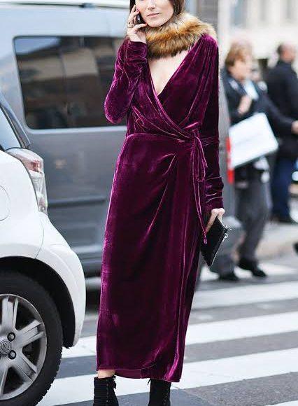 صورة تصميم فستان سهرة من المخمل باللون الأزرق الفوشيا
