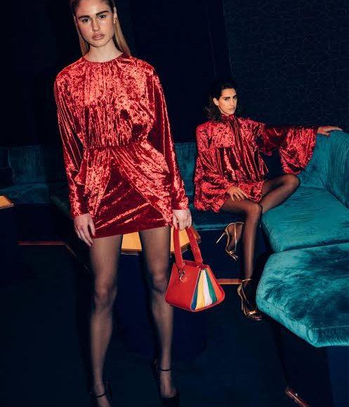 تصميم فستان سهرة من المخمل باللون الأحمر