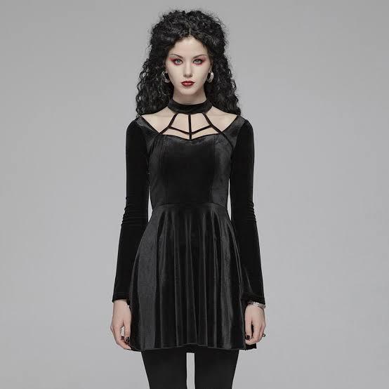 فستان سهرة من المخمل باللون الأزرق الأسود
