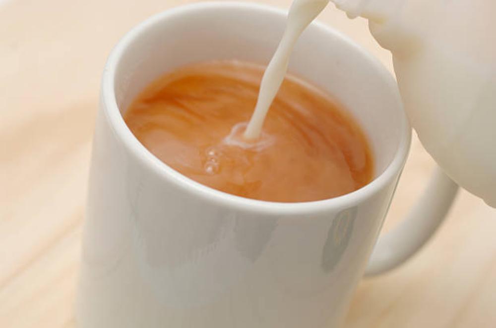 الشاي بالحليب .. مشروب مفضل ومعلومات خاطئة