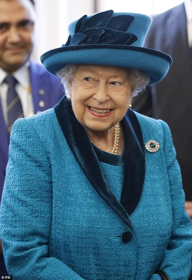 الممثل كونال نايار أغمى عليه أثناء لقاء ملكة بريطانيا ودوقة كامبريدج