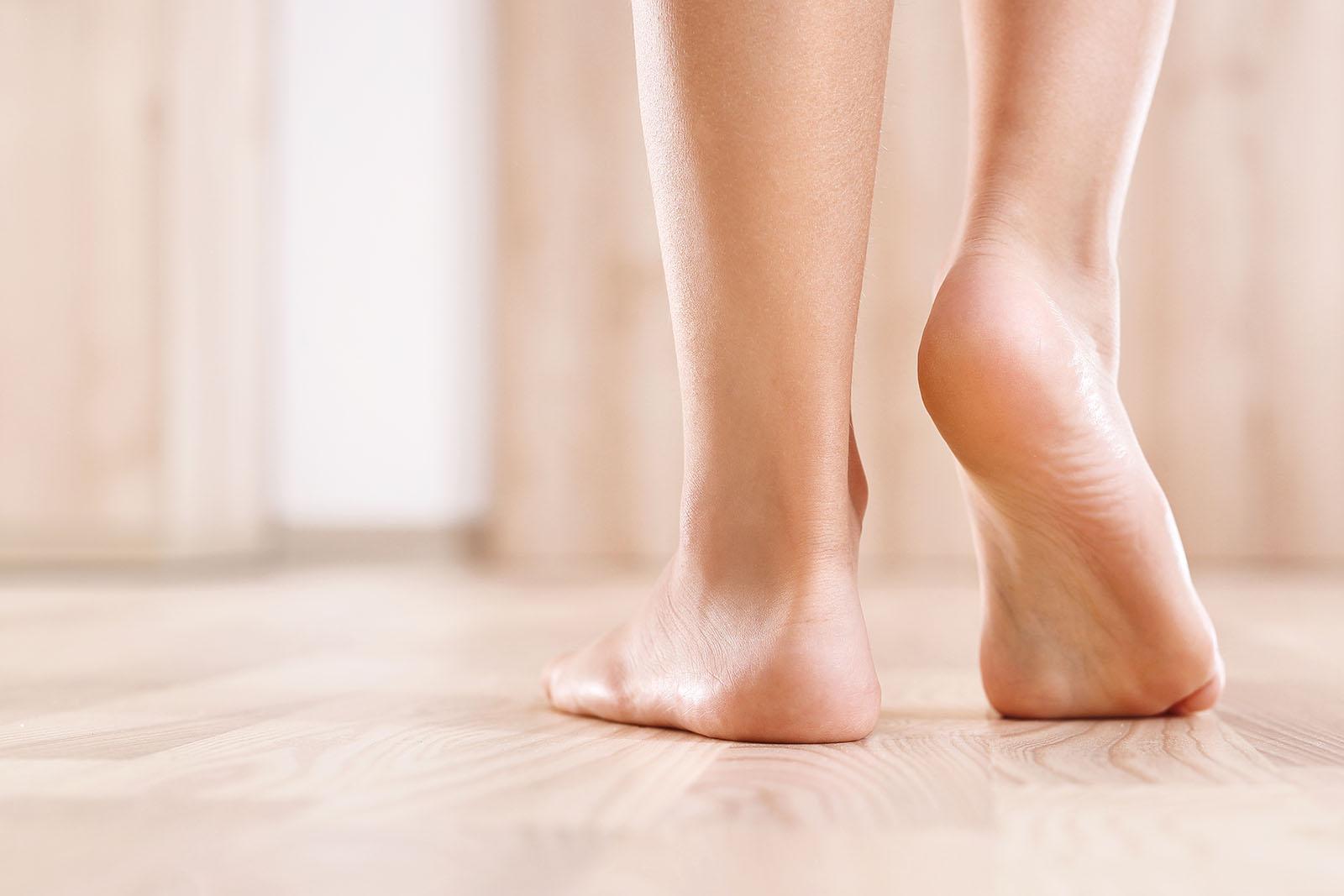 وصفات منزلية سهلة لعلاج تشقق القدمين