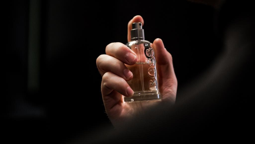 طريقة الإبقاء على رائحة عطركِ لمدة أطول