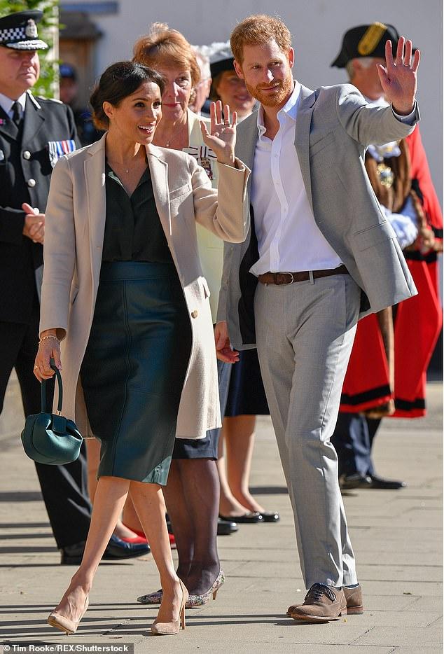 بالصور الملكة رانيا وميغان ماركل بنفس الحقيبة