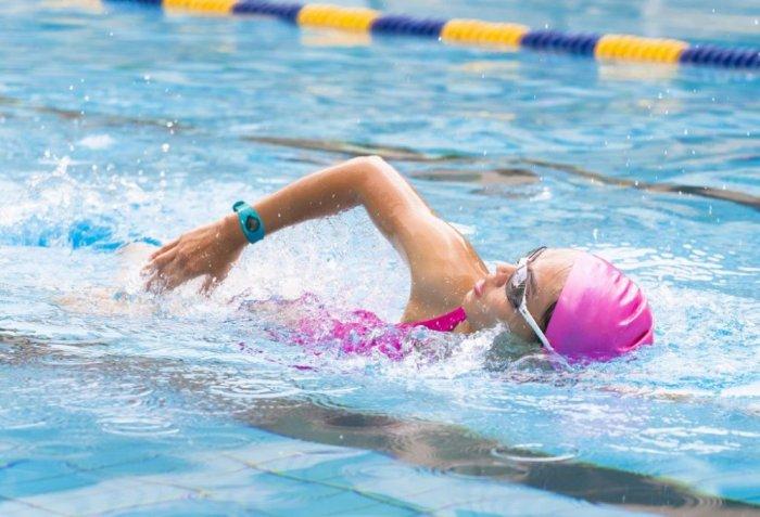 السباحة لخسارة الوزن وحرق الكثير من السعرات الحرارية